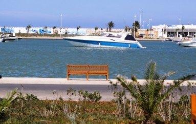 Puerto deportivo La Marina, ocio y comodidad